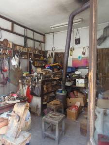 Interieur van het meest rommelige winkeltje van Ohrid - gelukkig spreekt men er Hollands :)