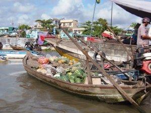 Drijvende markt op Meking-delta